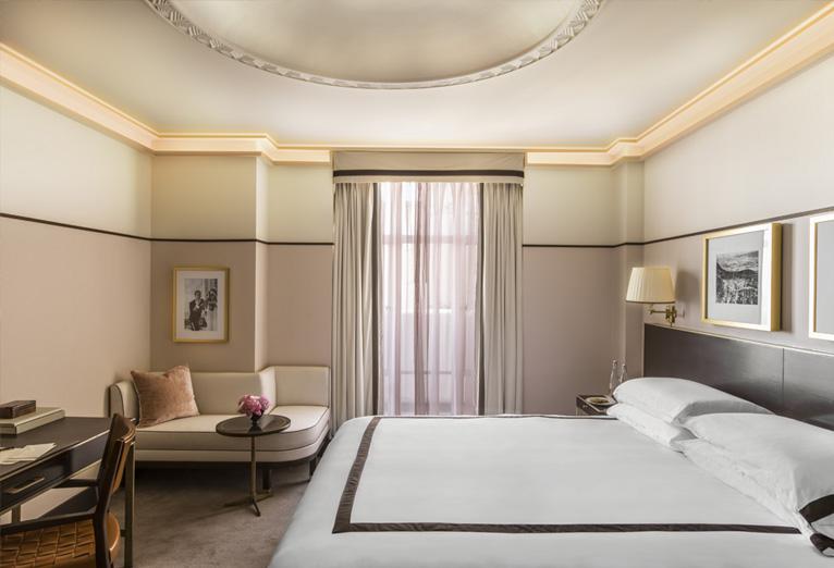 deluxe king room bedroom