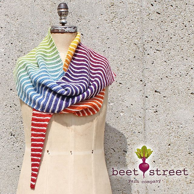 Danish Triangle pattern featuring Kauni Effektgarn ❤️ #scarf #rainbow #yarn #beach #knitting #localyarnshop #beetstreetyarn #yarninnature