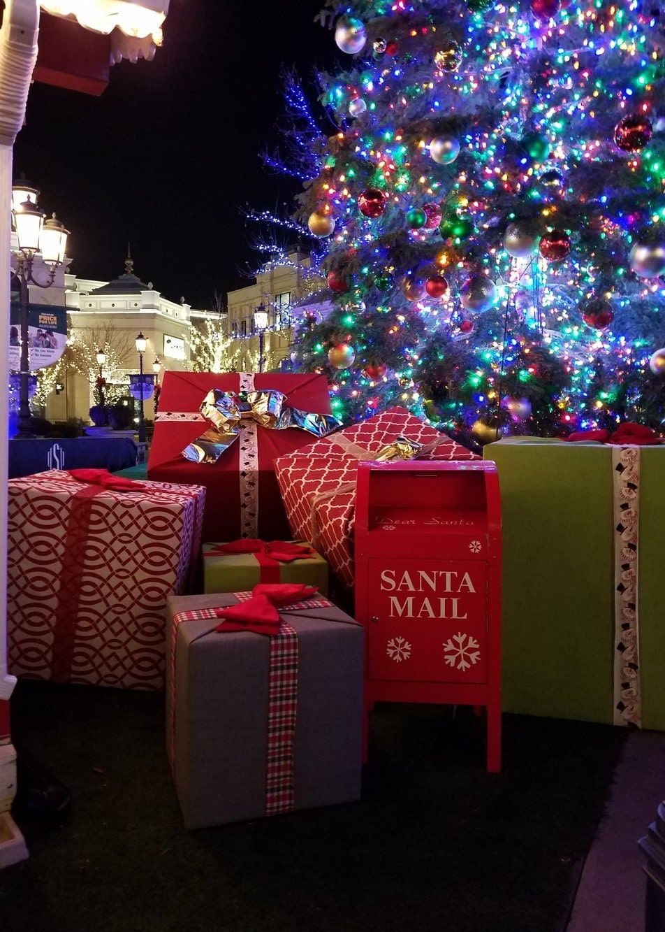 Farmington Station Park Christmas Lights