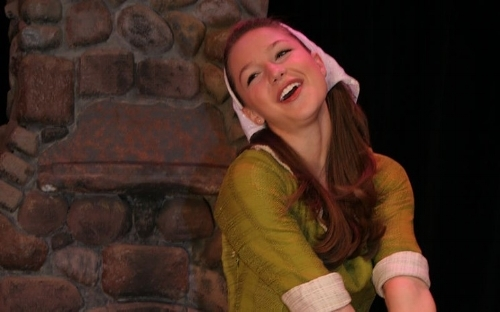 melissa.benoist.town.hall.arts.center.1.800.cropped.jpg young and cute and allsinging
