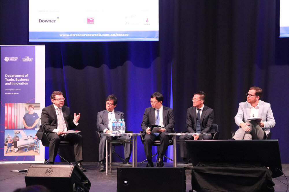 From left:  Shaun Drabsch  (CEO of Department of Trade, Business and Innovation, NT Gov.),  Seiya Ito  (Director & Senior Executive VP, INPEX Corporation),  Yasuo Ryoki  (Chairman, Osaka Gas Australia & Advisor, Osaka Gas Co Ltd),  Daein Cha  (MD, Transborders Energy), and  Saul Kavonic  (Head of Oil, Gas and Energy for Australia, Credit Suisse)