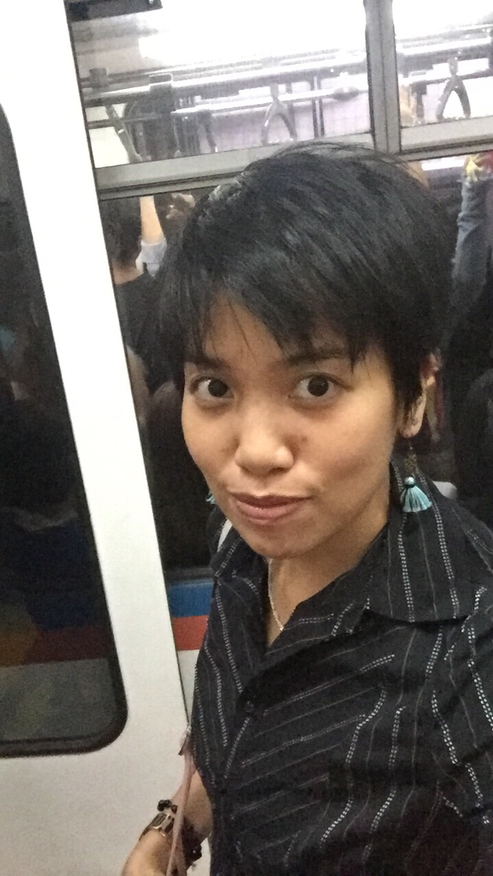 Lifehack #2: Taking a selfie before boarding the MRT strangely prevents me from dozing off during the trip. Yes, I have snoozed even in a SRO train!