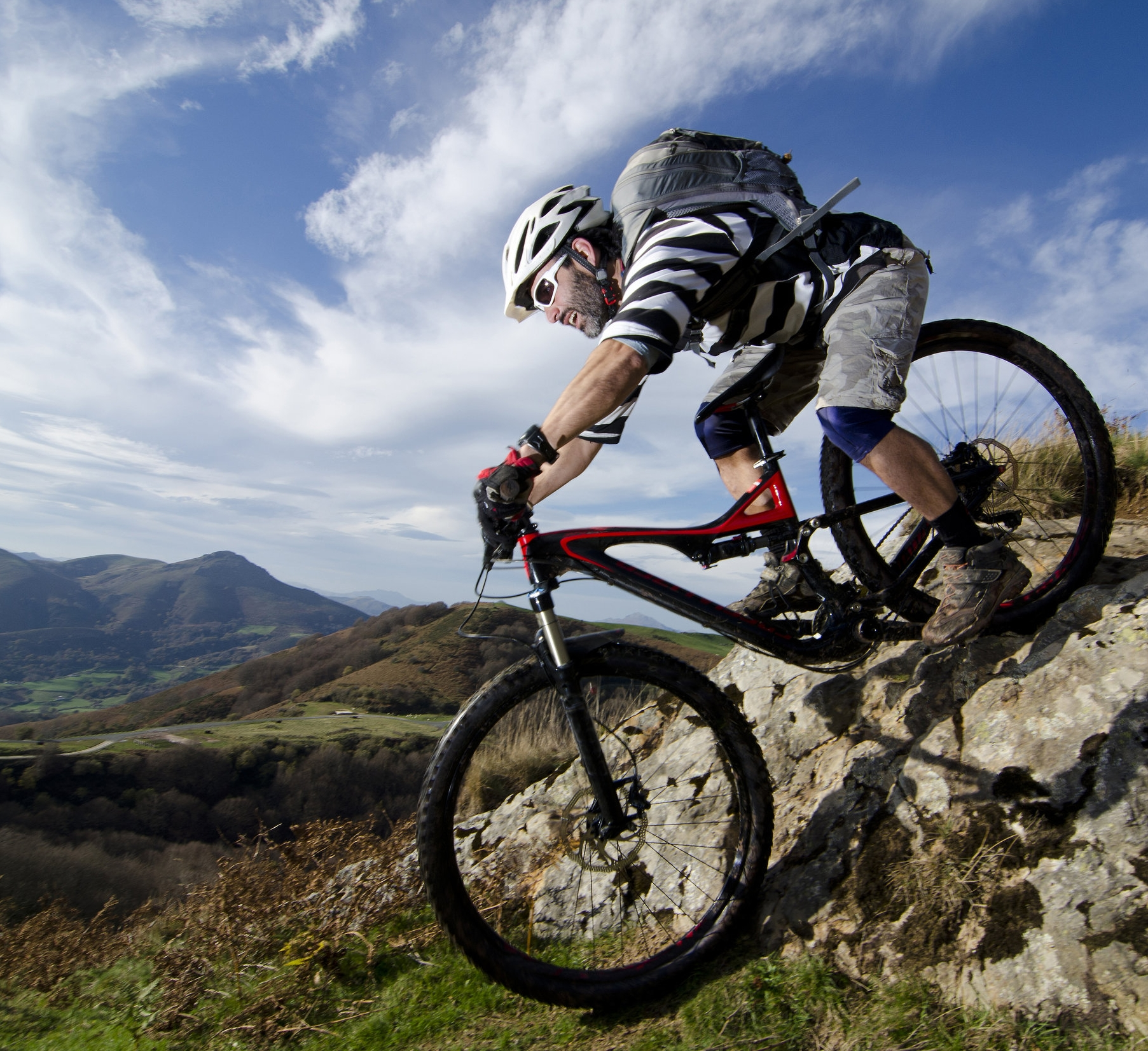 shutterstock_mountainbiker.jpg