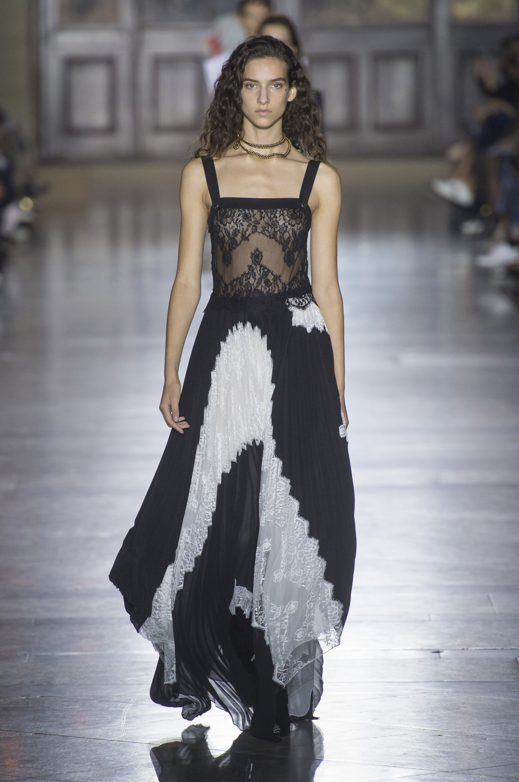 givenchy-rs18-0605.jpg