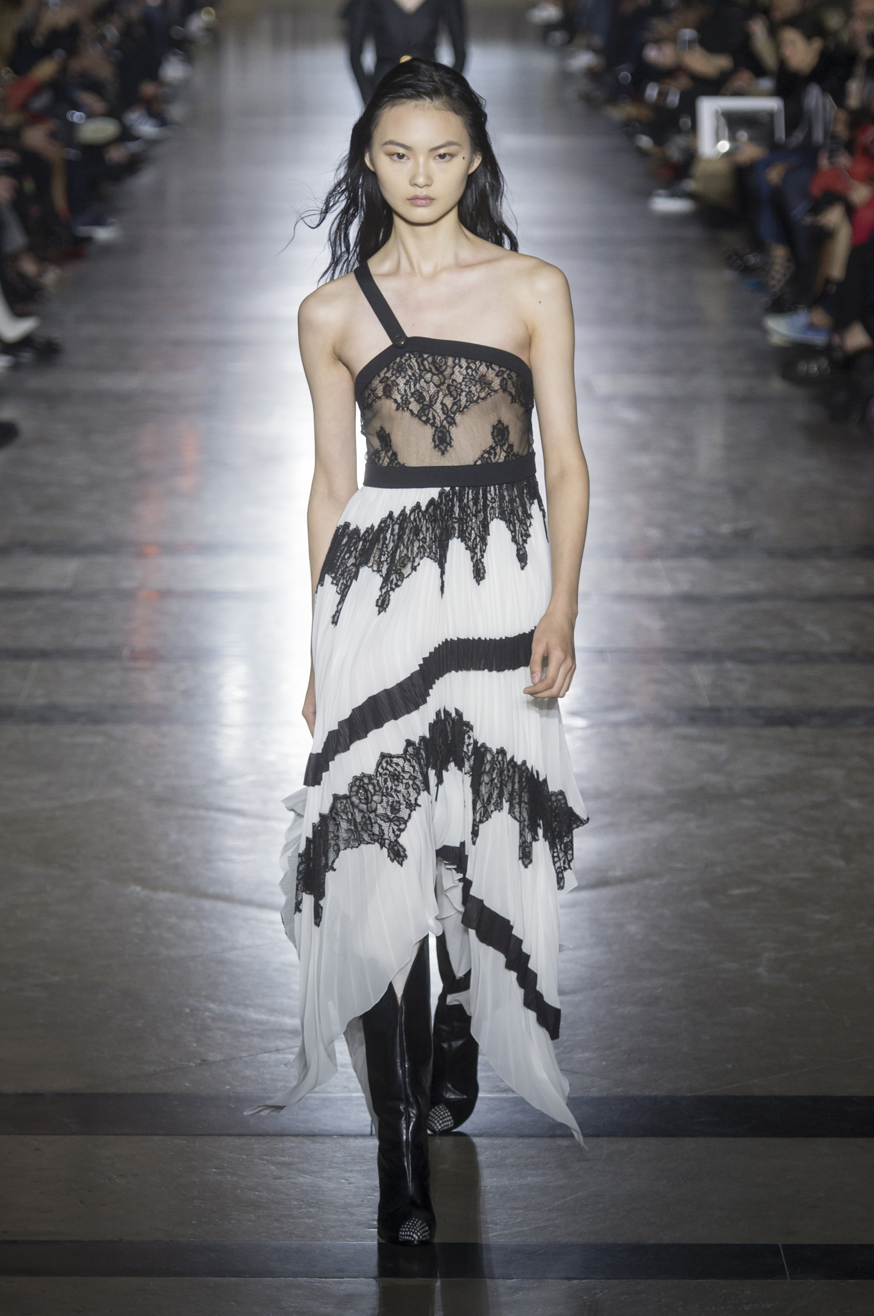 givenchy-rs18-0573.jpg