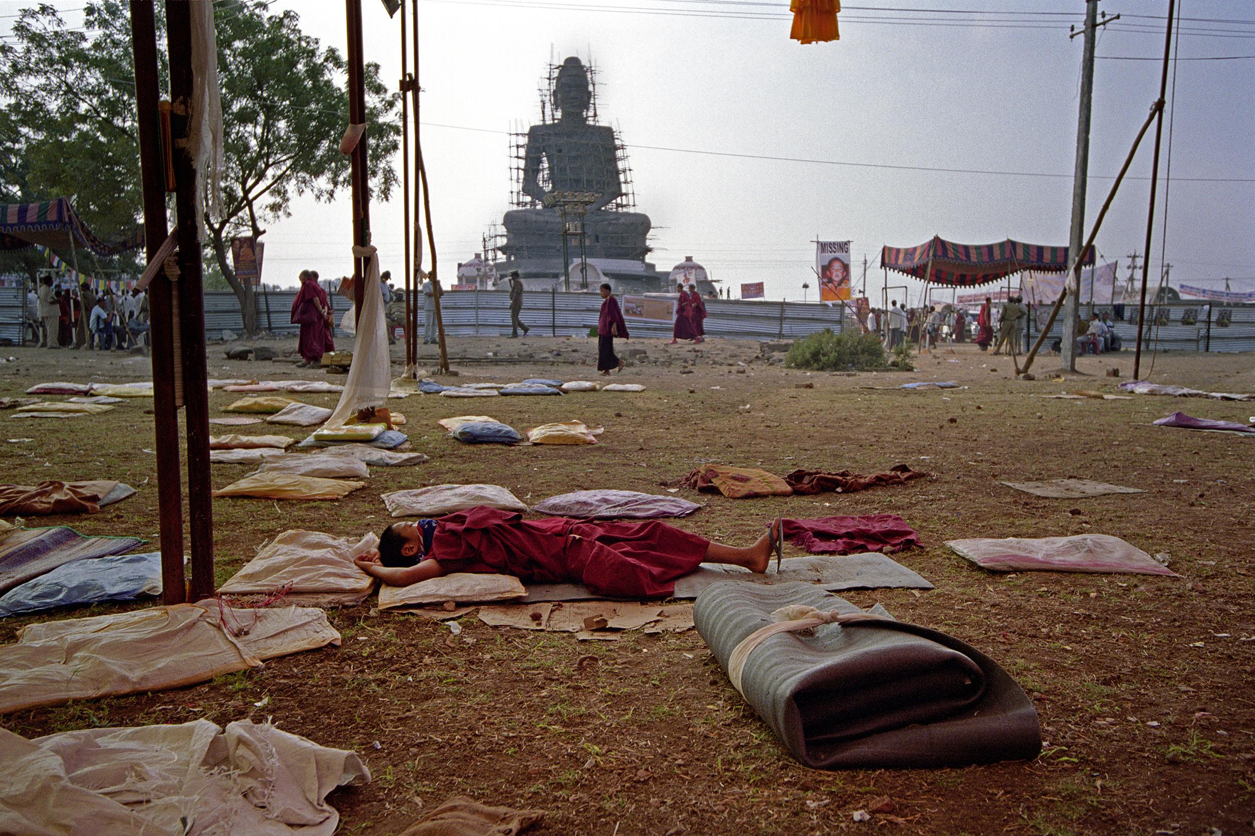 Web_amar_Sleeping monk infront of Buddha 11.01.jpg