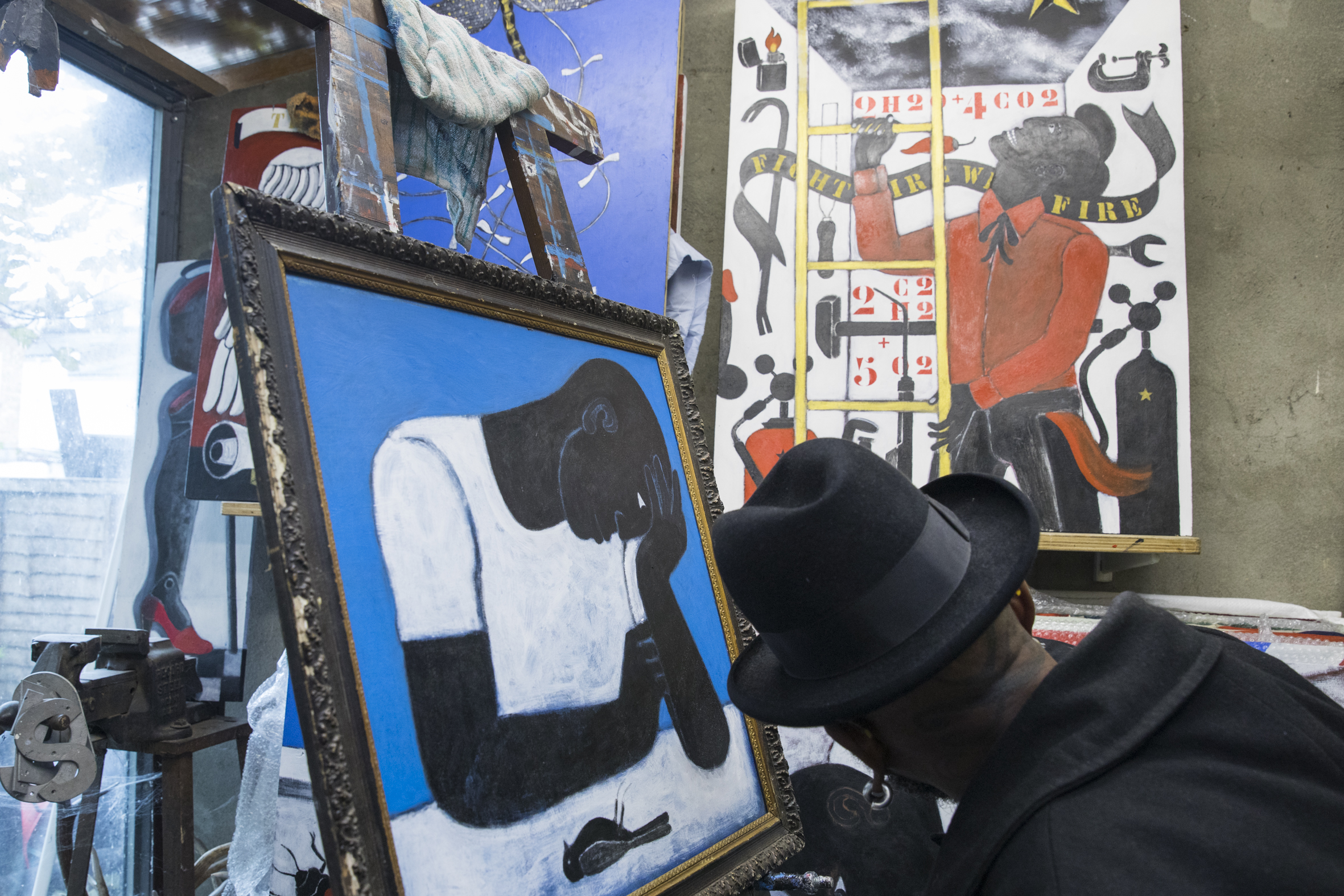 Abe Odedina in his studio_Nov 2016_69A5793_Claudia Leisinger.jpg