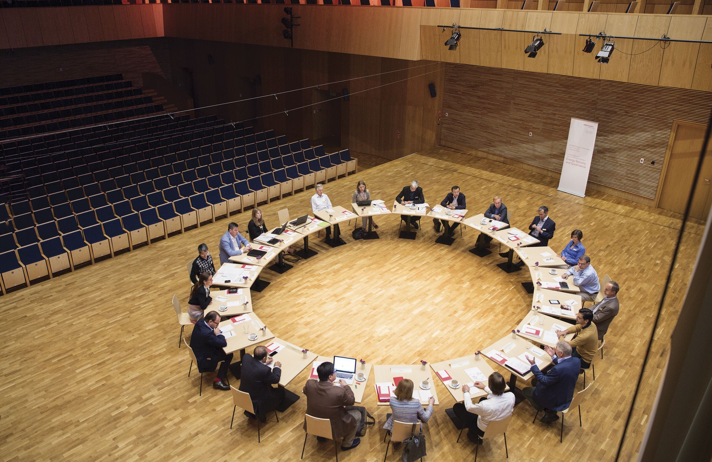 Roundtable at the 4 GT in Poland_BMW_Foundation_Claudia Leisinger.jpg