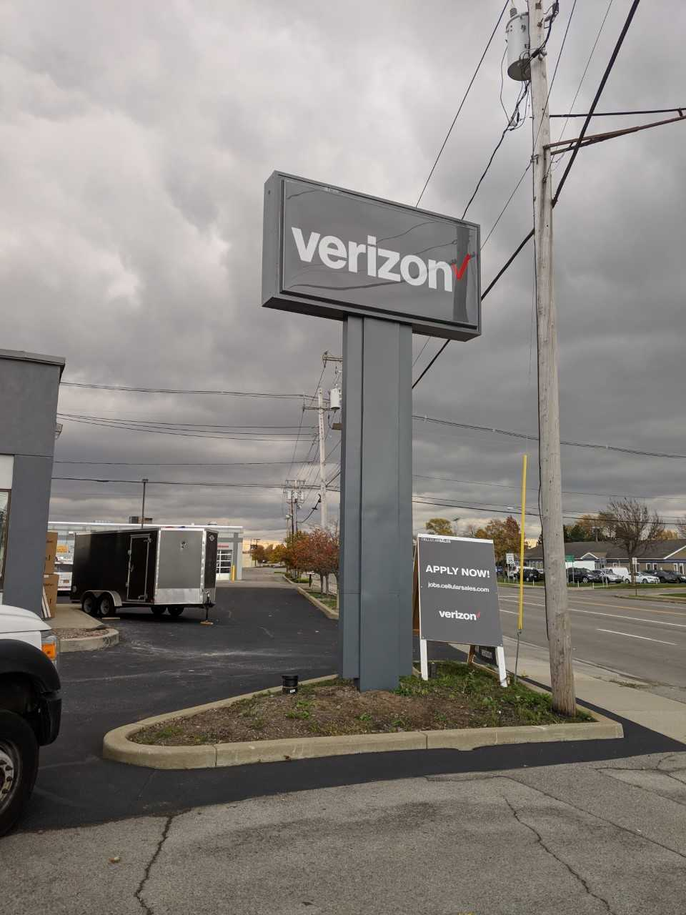 VERIZON POLE SIGN WITH POLE COVER
