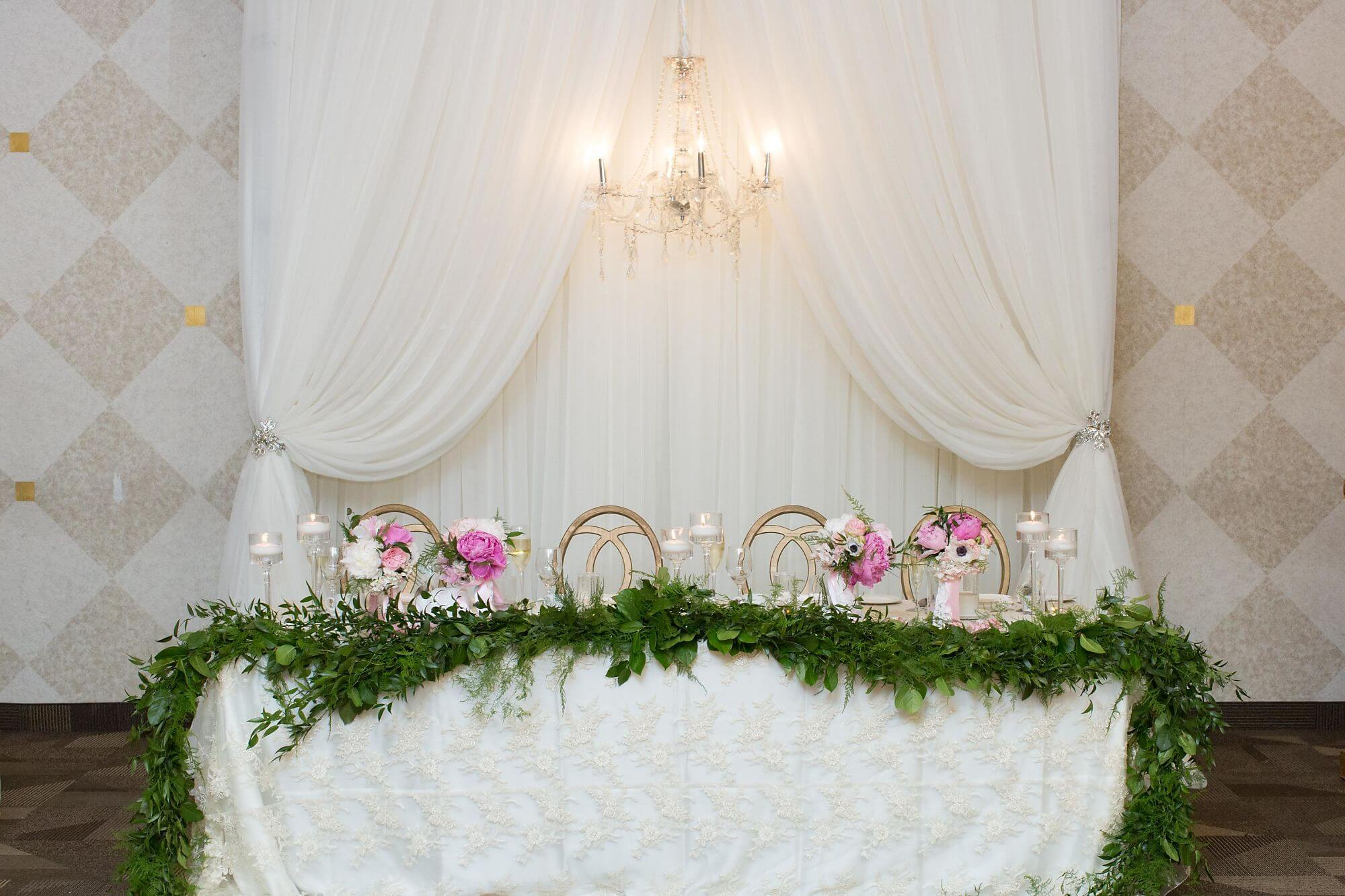 Head Table with Greenery Garland - Champagne, Blush and Gold Niagara Wedding - Historia Wedding and Event Planning