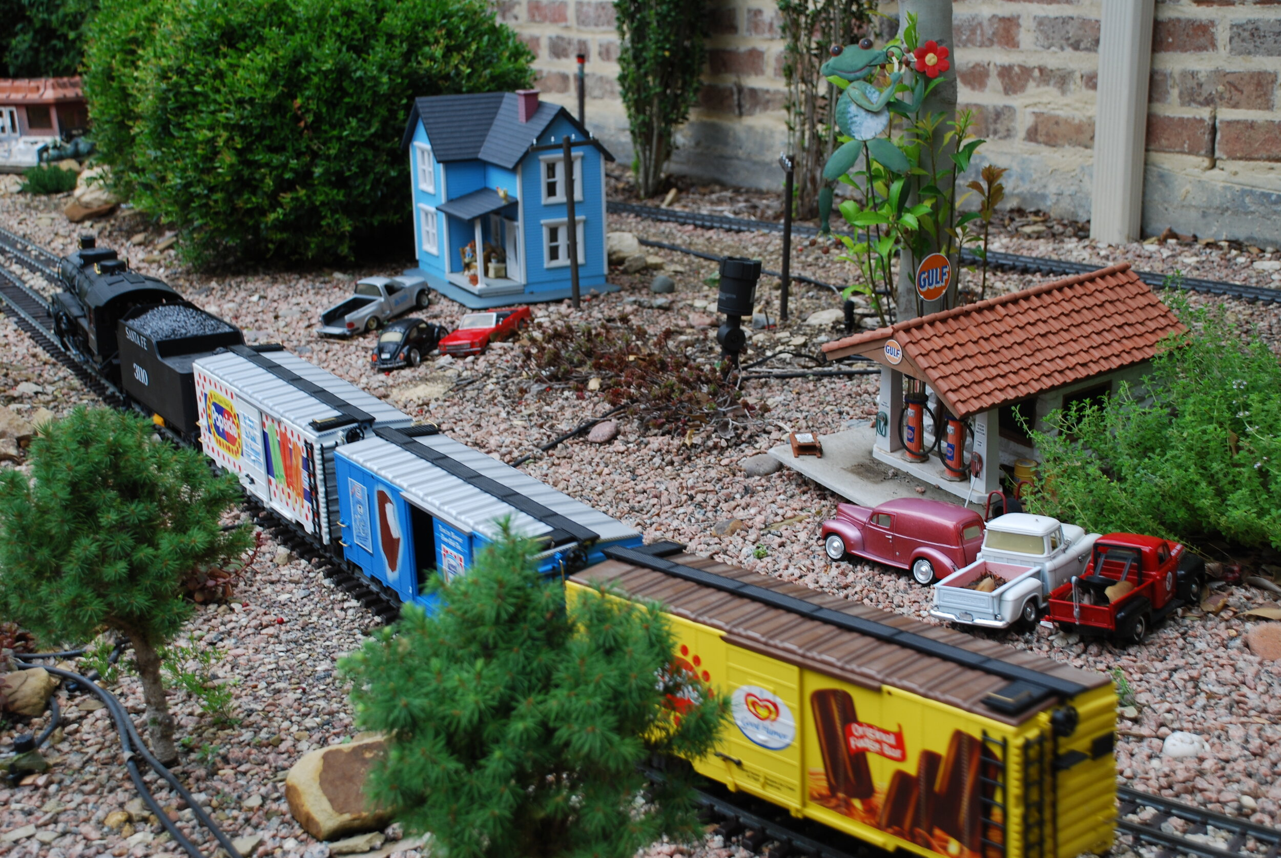 Texas Discovery Gardens Trains - New permanent exhibit!Working model trains debuted at Texas Discovery Gardens decades ago, then for many years circled the Boots of Big Tex, and most recently, could be seen in the Conservatory on the Midway. Now, they're back home!