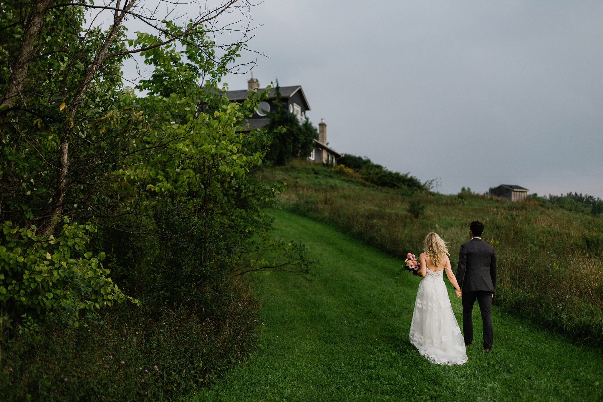 Couple head back to bnb at Coffin Ridge Boutique Winery wedding