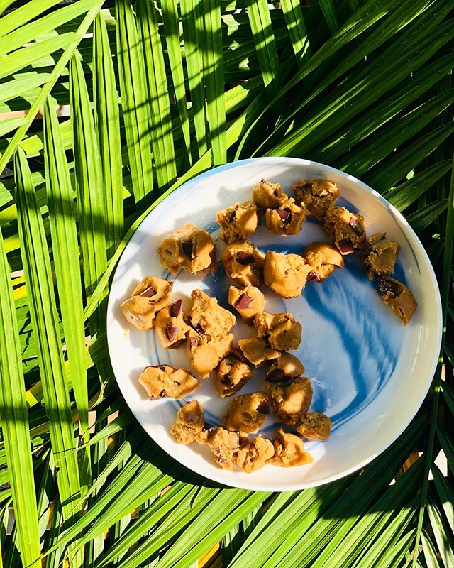 Feeling all the em🍪tions as our Soho pop-up comes to an end. So, to make this last week even more special, we created the #1 most requested topping- superfood cookie dough! It's made with simple, clean ingredients: oat flour, vanilla, cinnamon, nutmeg, pink salt, toasted coconut butter, maple, @raakachocolate and @terrasoul lions mane for it's immune boosting powers. It is SO delicious and available starting tomorrow- Saturday (last day)! 😩🥰😋😎🙃😭🤗