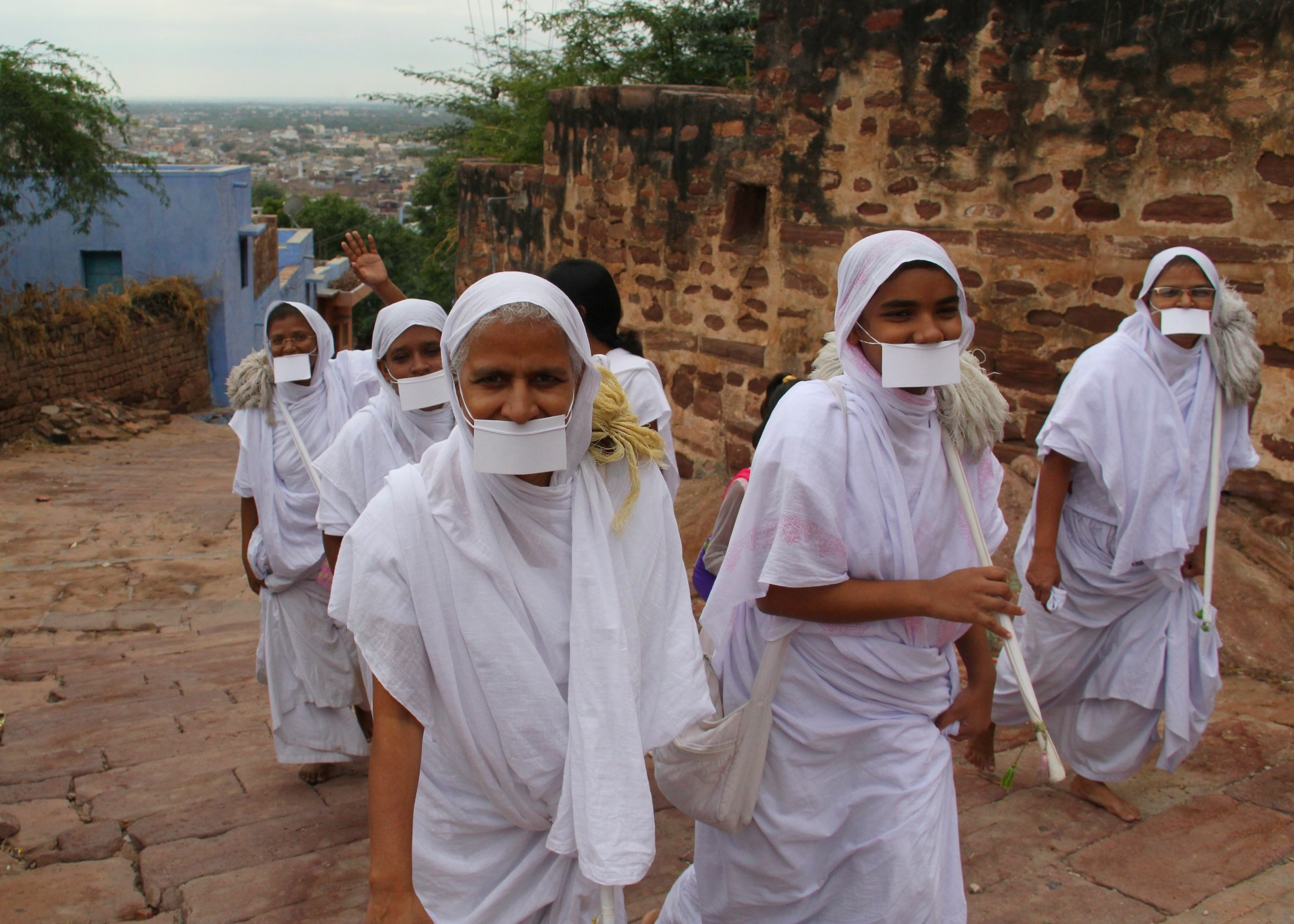 Group of Jain nuns. They attach white cloths over their mouths so as to not accidentally inhale an insect.  Photo: Arjunstc–Arjun