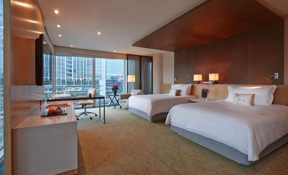 Four Seasons Hotel Tokyo at Marunouchi  -  Free Wifi, Parking, Restaurant on site,  Non-smoking rooms, Fitness center