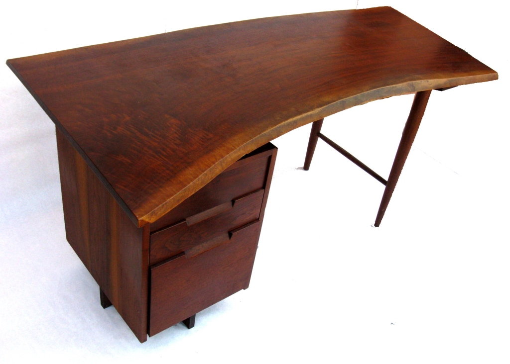 Free Edge Desk - Elegant & effortless design