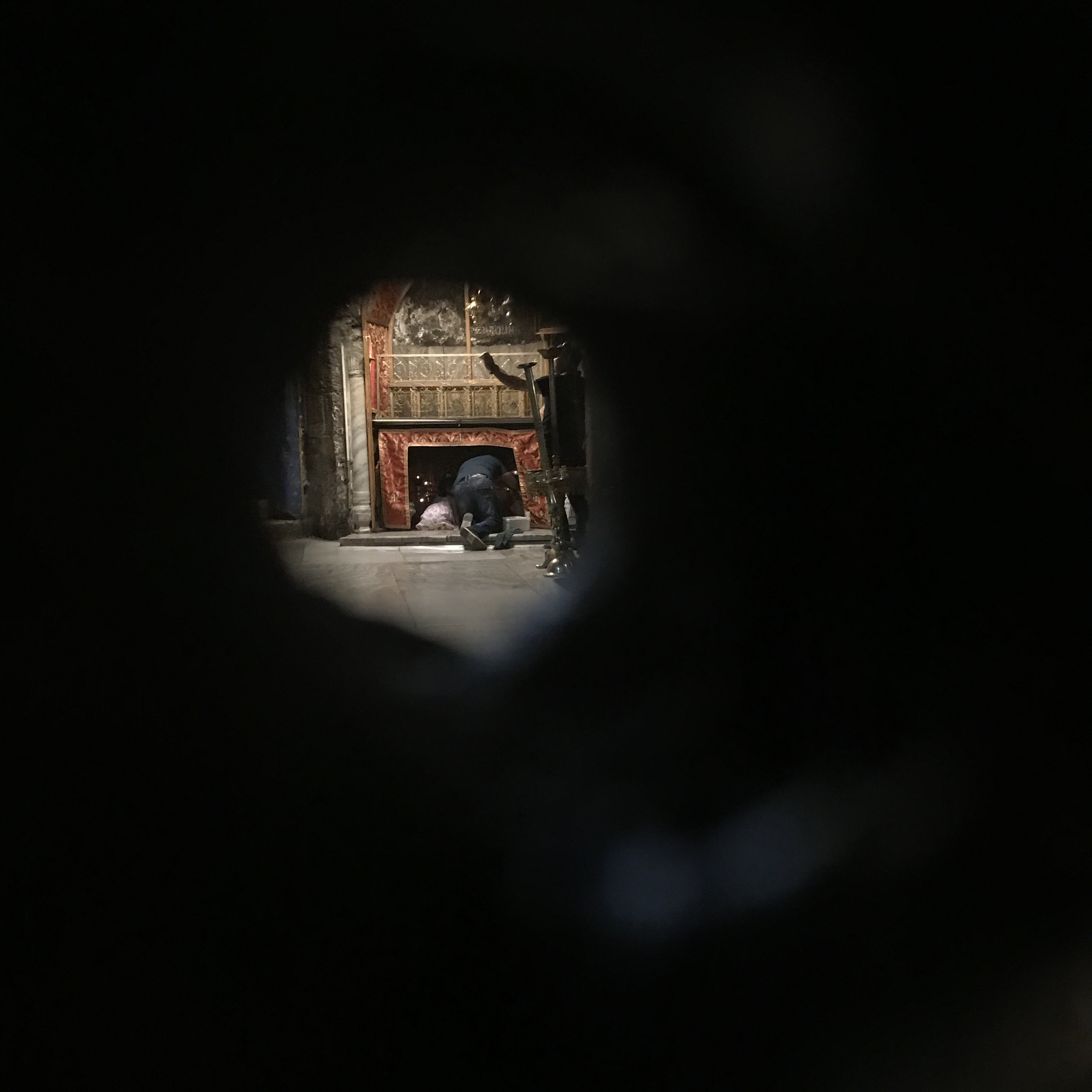 Peephole that views the alter from another room