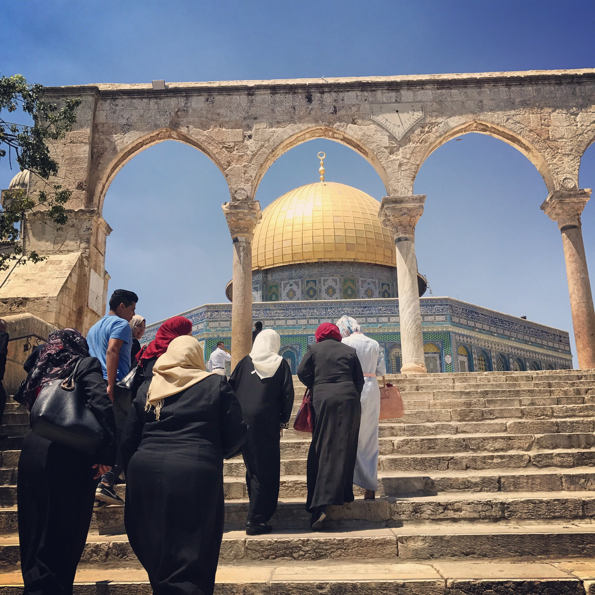 Women on there way to the Dome of the Rock