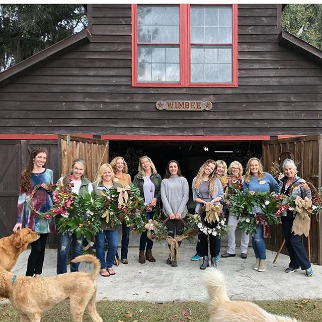 'Tis the season here in the Lowcountry! We're in full-blown holiday prep mode down here, with wreaths and garland and parties galore! Don't forget your local flower farmers when you're decorating this season! @wimbeecreekfarm  @yurihanaflowerfarm  @feastandflora