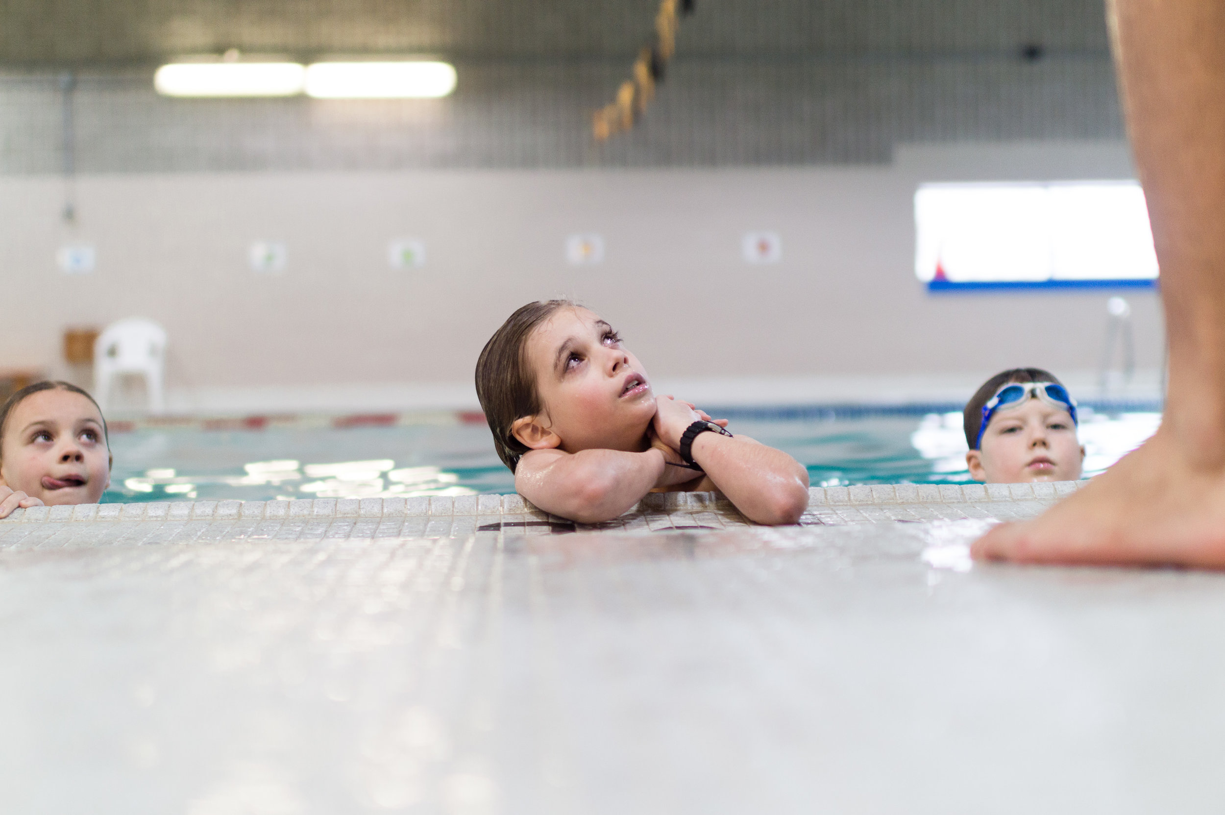 documentary family photography at the pool