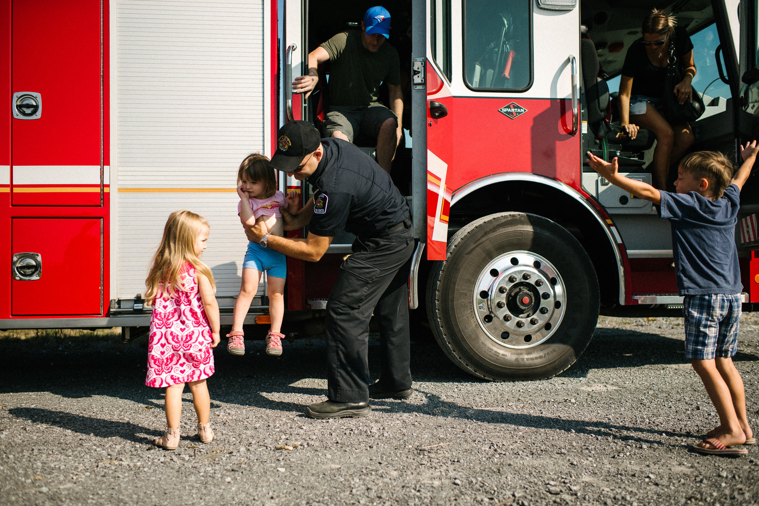 fire engine red family documentary photography-170923103307vm.jpg