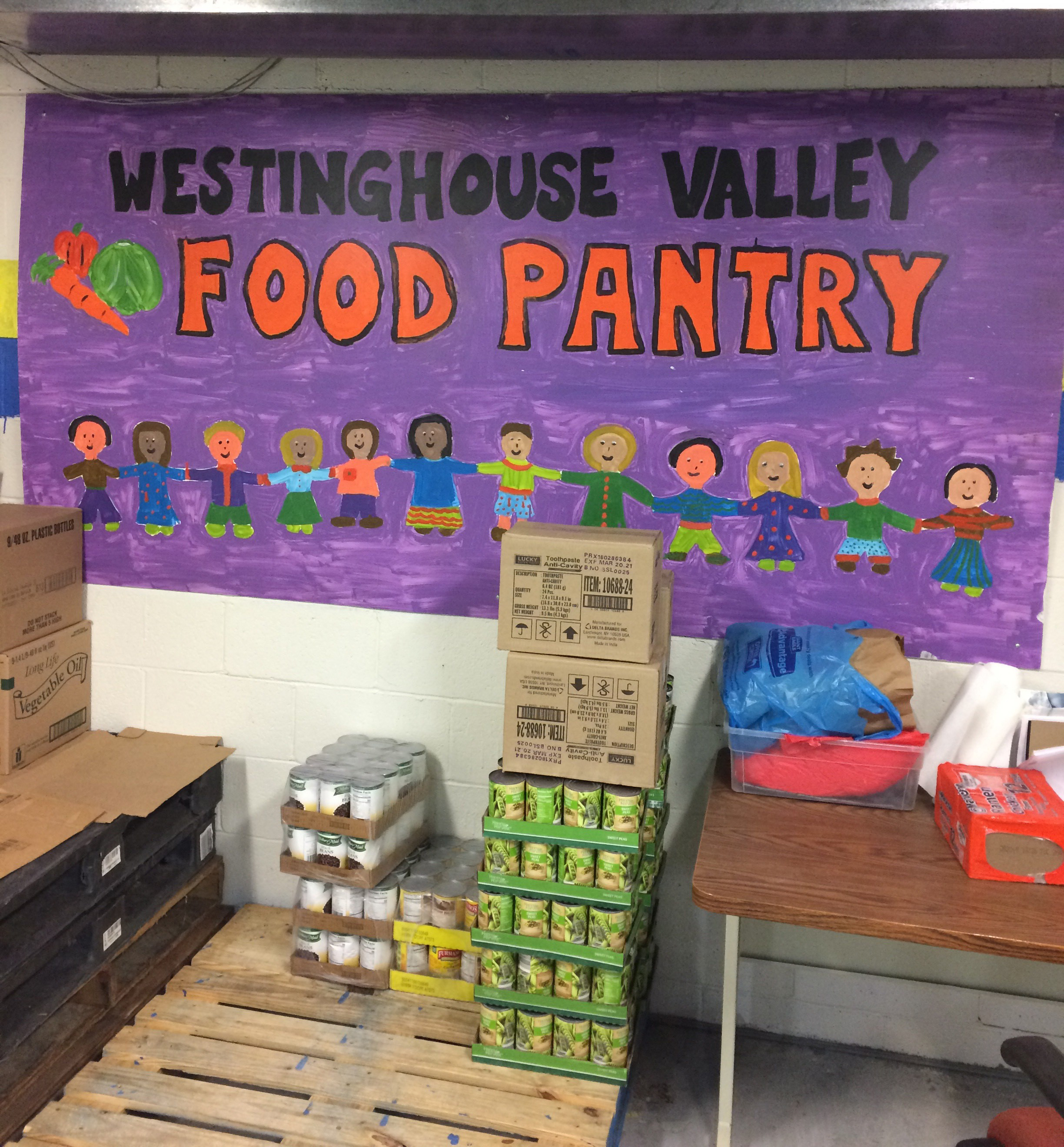 The Westinghouse Valley Food Pantry provides food assistance to families in our community.