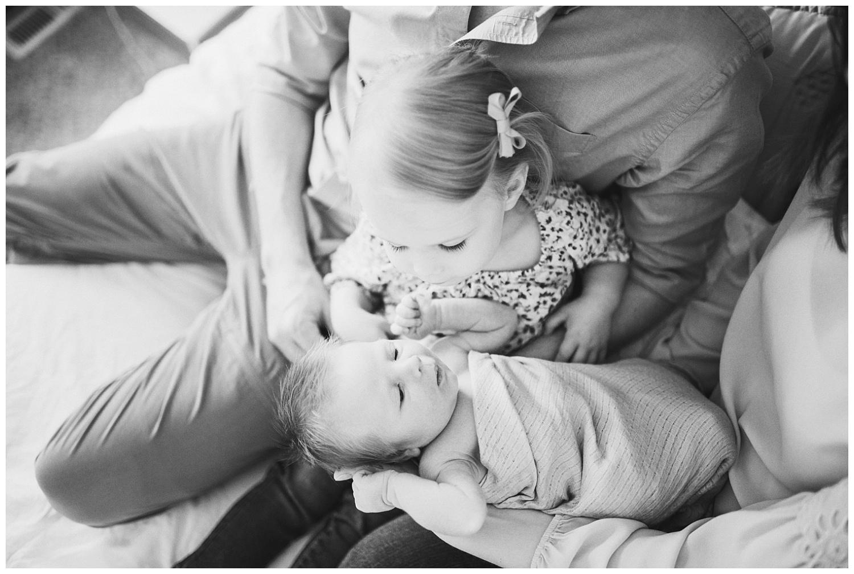 Milwaukee-newborn-lifestyle-photographer-2018 (5).jpg
