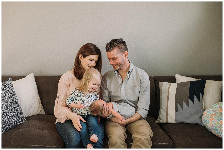 Milwaukee-newborn-lifestyle-photographer-2018 (15).jpg