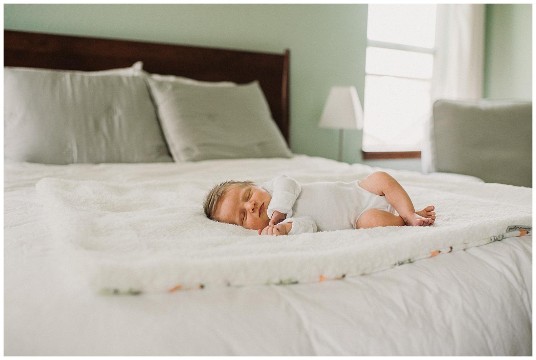 Milwaukee-newborn-lifestyle-photographer-2018 (42).jpg