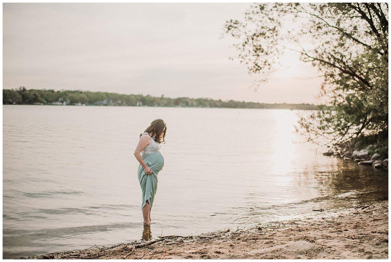Milwaukee-Maternity-Photographer-2019 (21).jpg