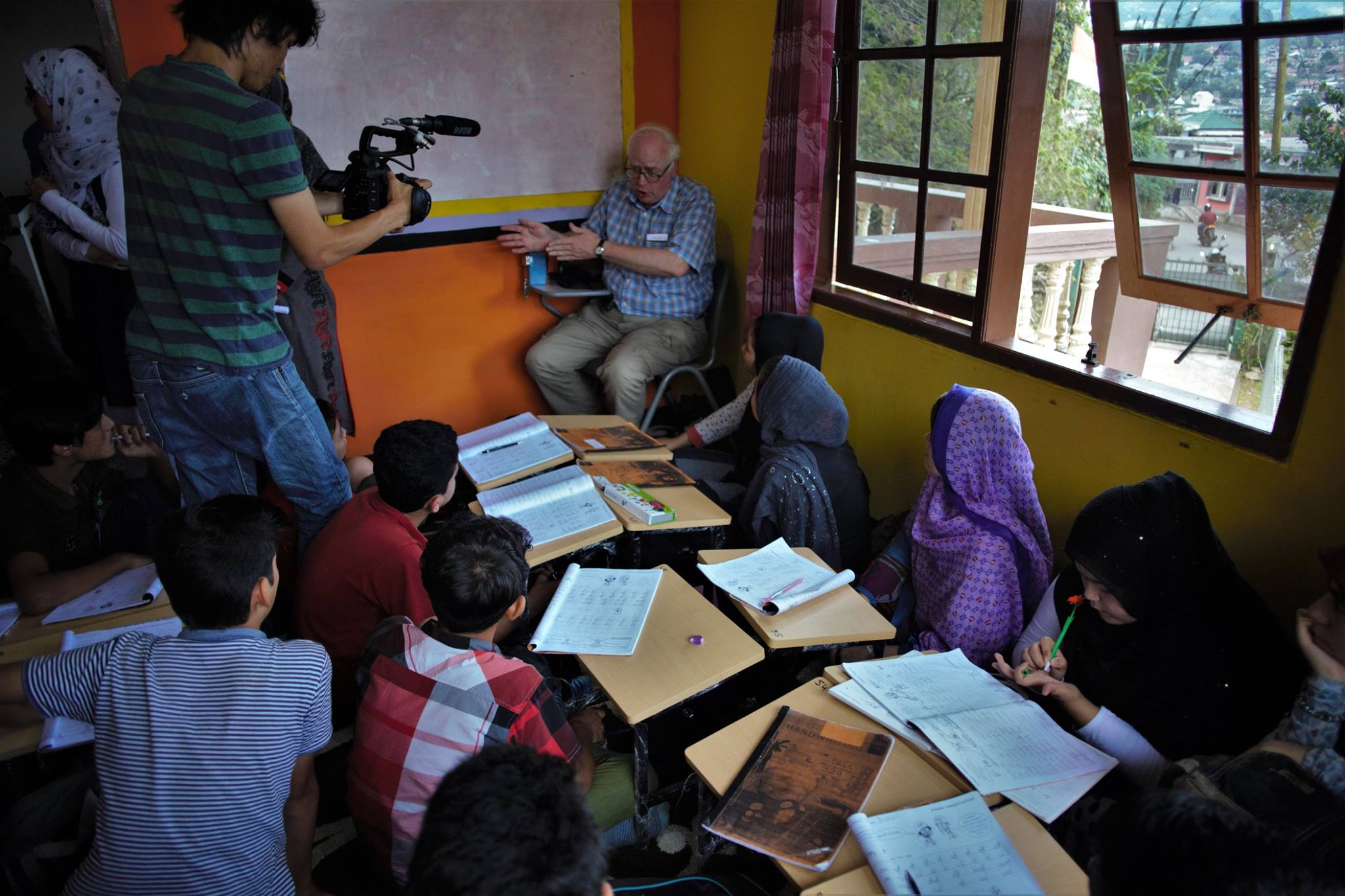 Cisarua Refugee Learning Centre was privileged to host Professor Bill Maley, one of Australia top academic and talk with our students.