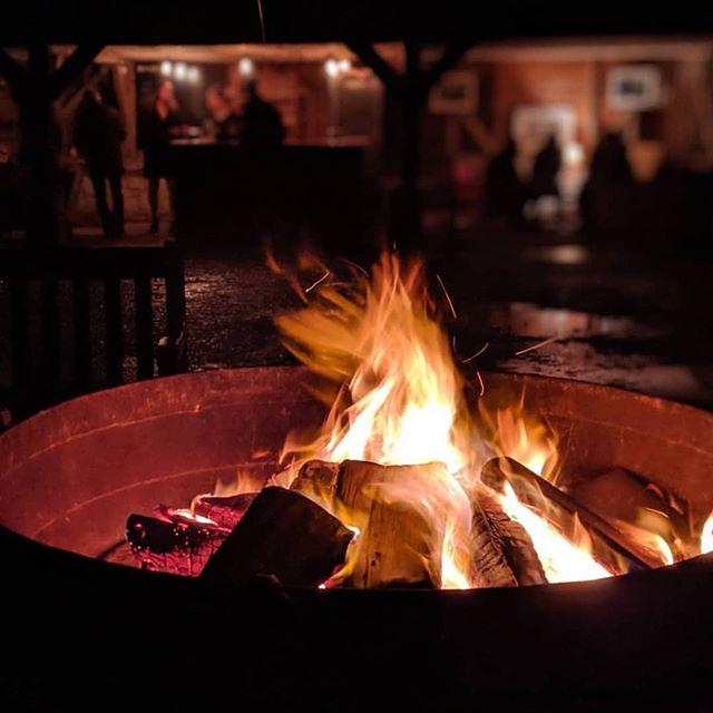 Our lovely fire-pit with the bar behind captured by @rachjamezon - ready for a new stoke next weekend. ... #littlelightningcinema #llpopup #ameliemovie #bohemianrhapsodymovie #popupcinema #popupcinemas #filmclub #lovefilm #lovefilmlovevintage #filmnight #nightattheflicks #filmuk #popupcinema #nightatthemovies #movielover #mealandamovie #ukcinema #outdoorcinema #southdowns #midhurst #petworth