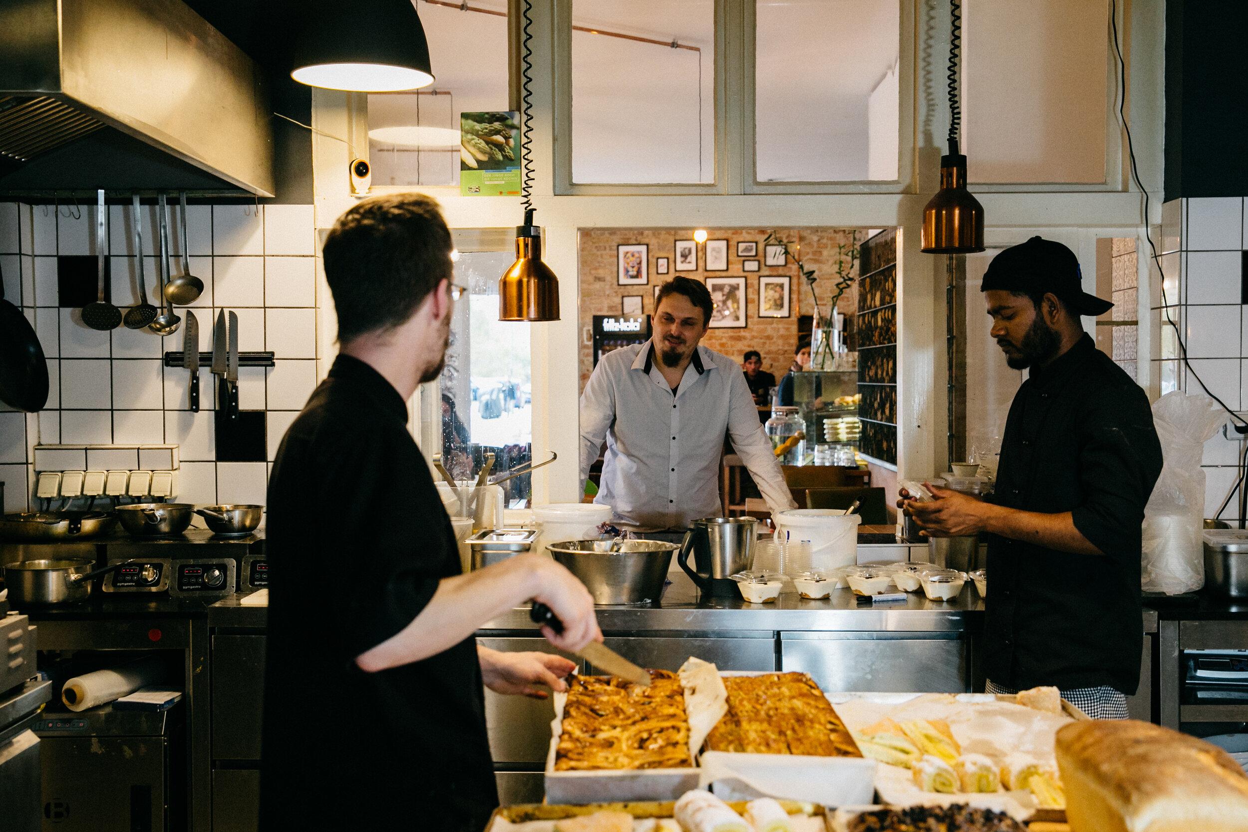 In der gläsernen Küche der Dänenstraße.