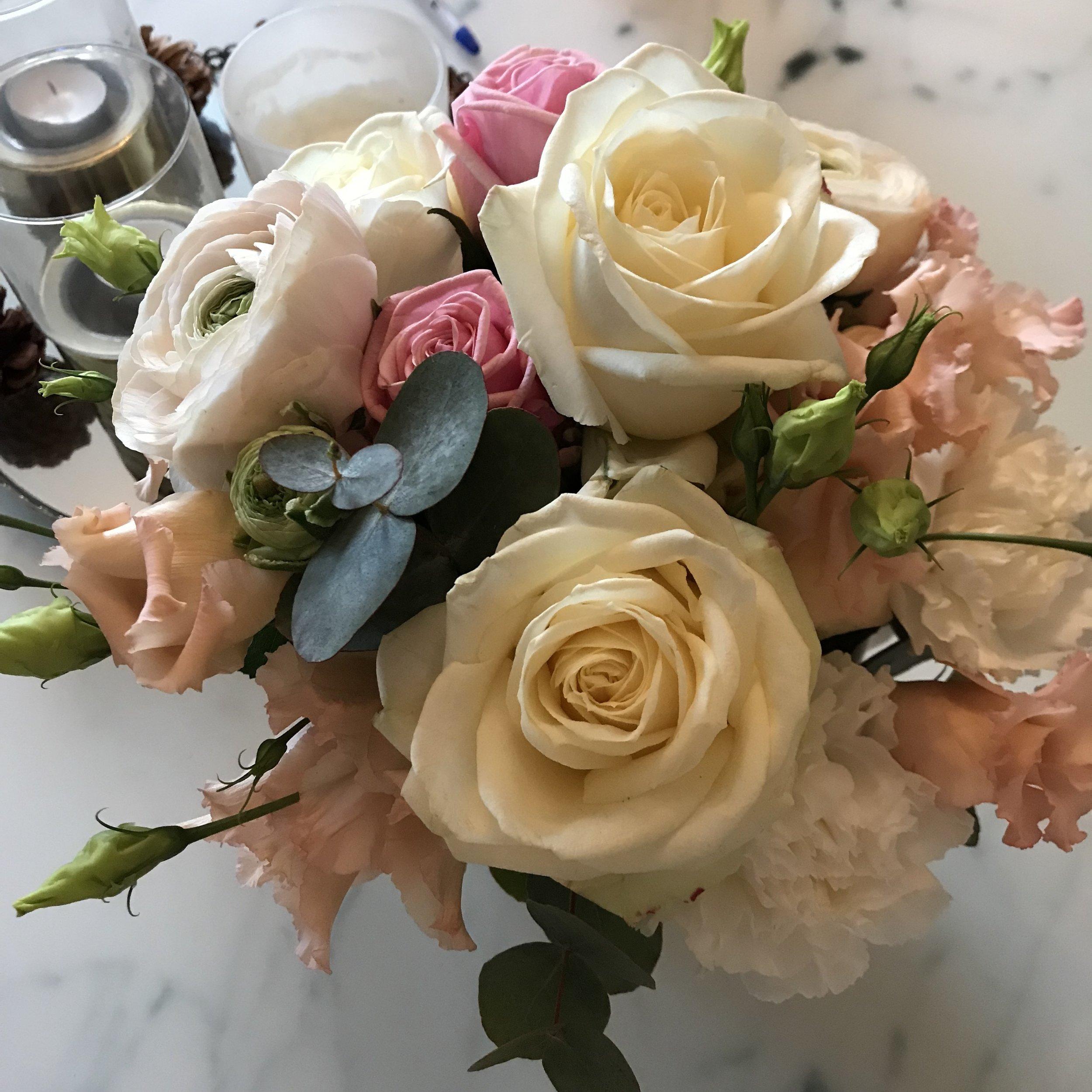 Blombukett med rosor