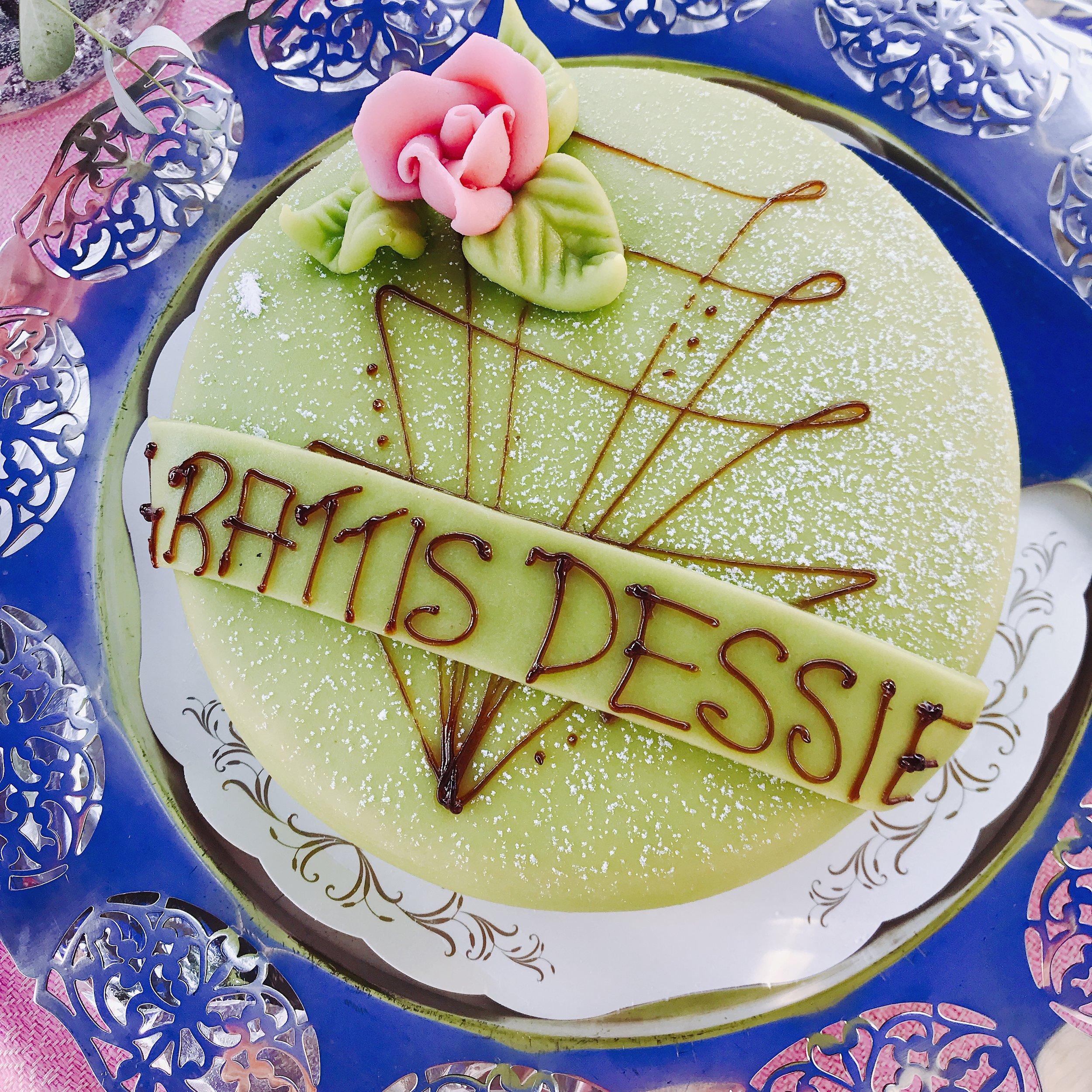 Självklart får min födelsedagstårta vara med i bloggen...