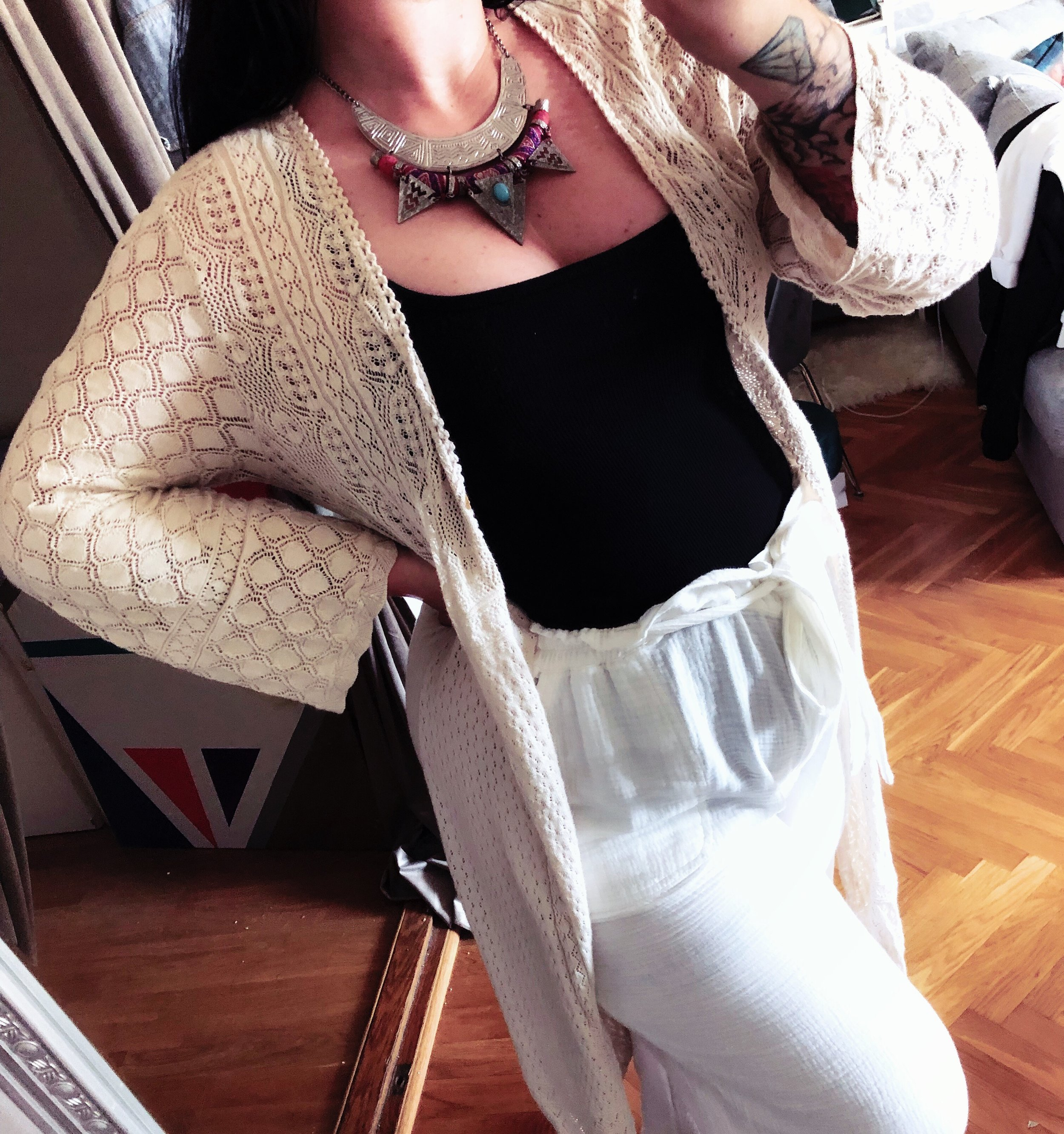 Favoritbyxor i repris - Anthropologie // Svart linne - BIK BOK // Cardigan - Odd Molly.