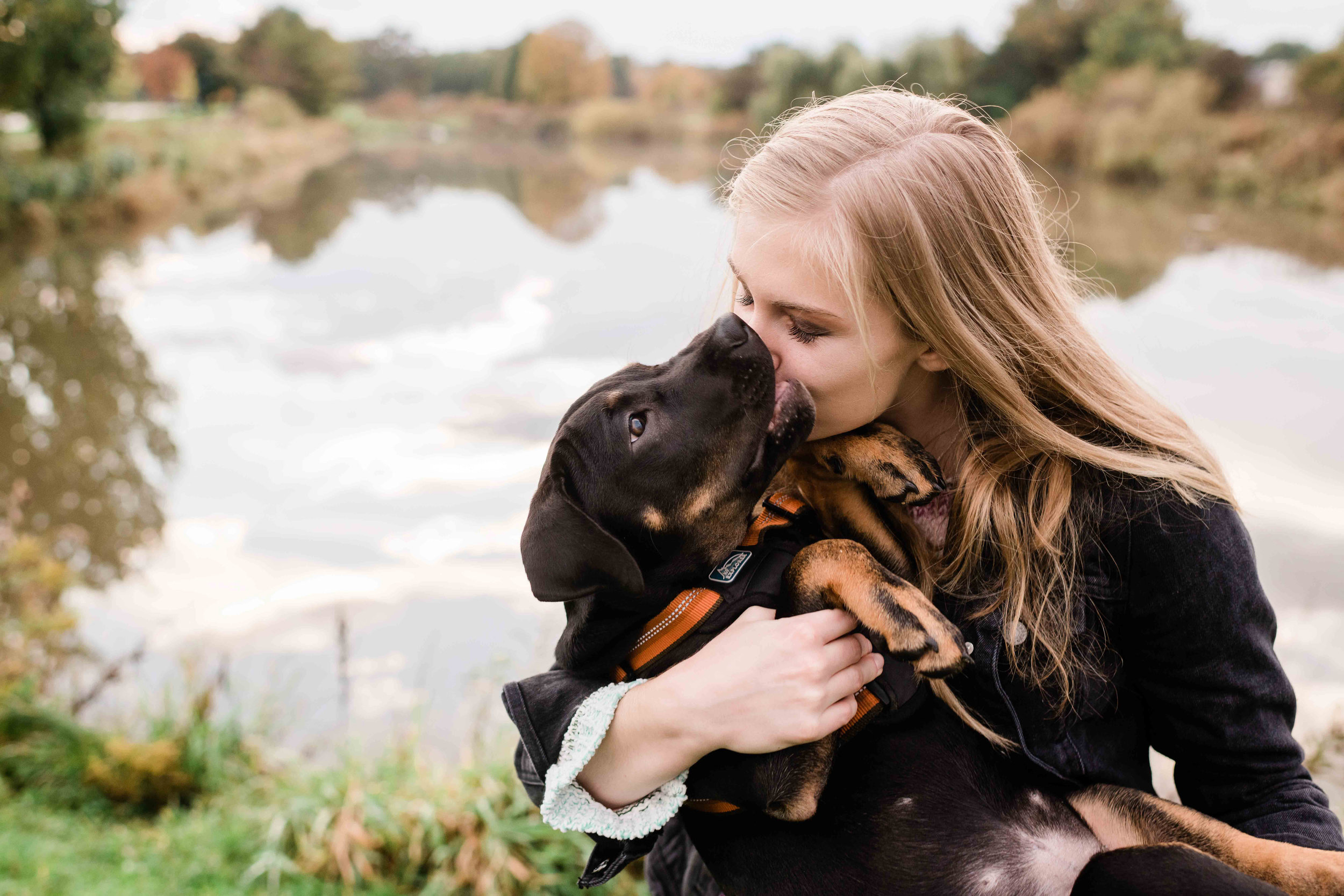 High school senior kisses her dog
