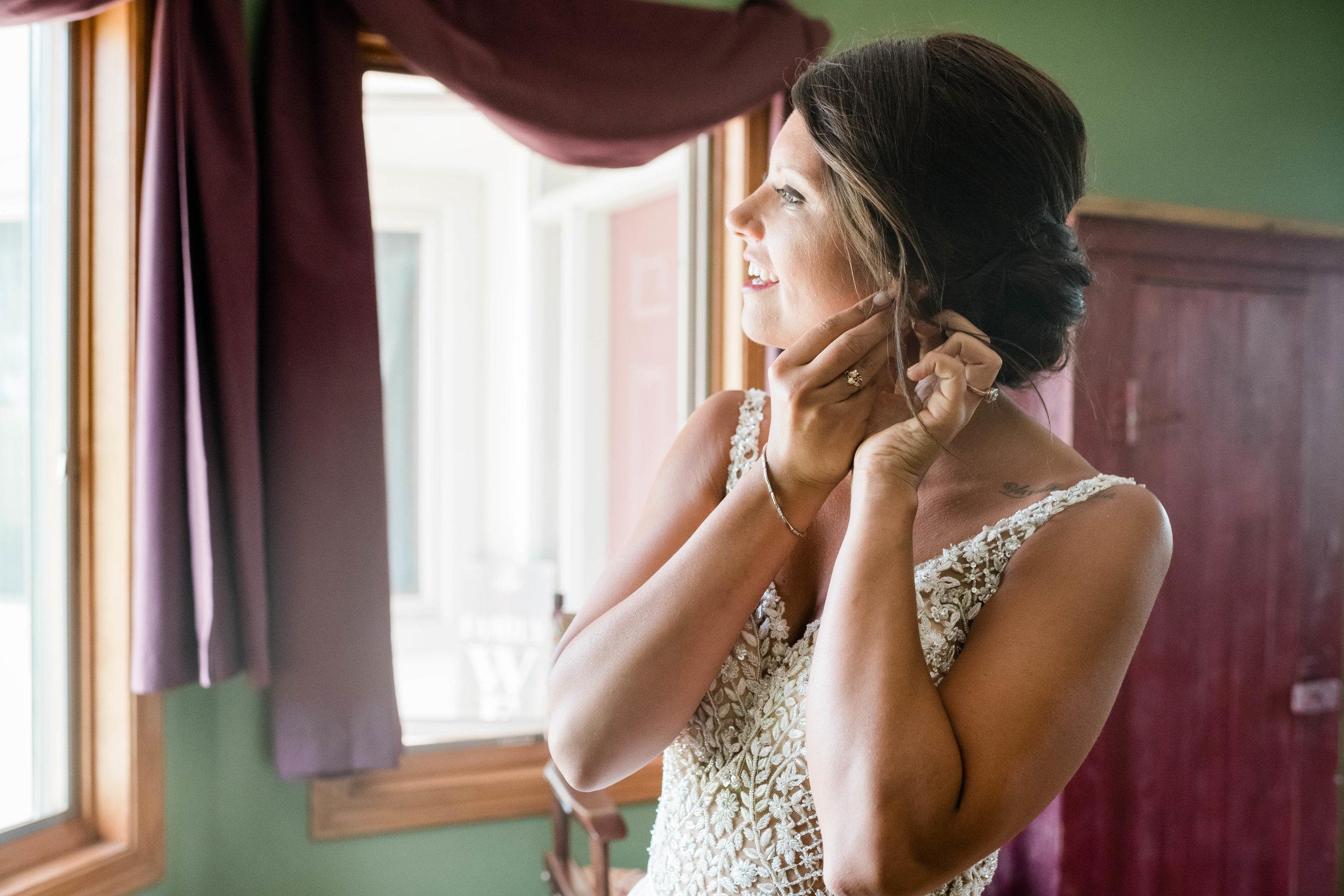 Bride put in her earrings