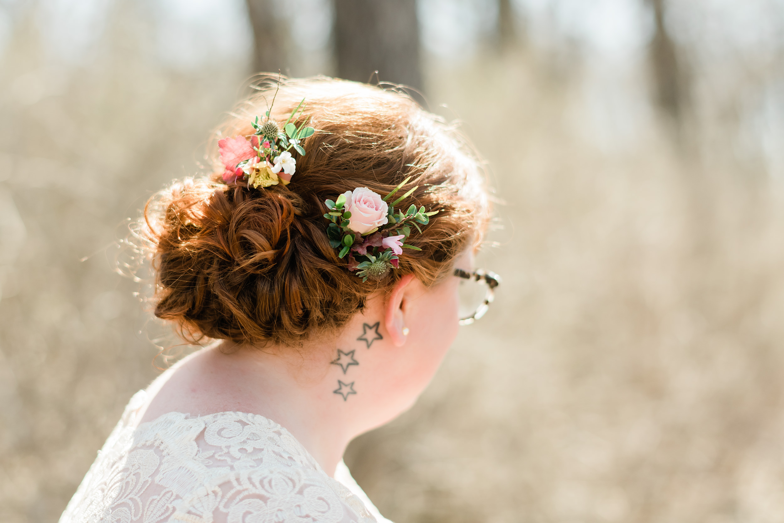 Floral hairpiece in bride's hair