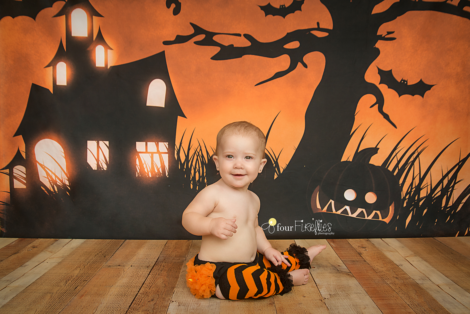 st-louis-photography-halloween-mini-sessions-orange-and-black-scene-6-month-old-in-leggings-and-ruffle-diaper-cover.jpg