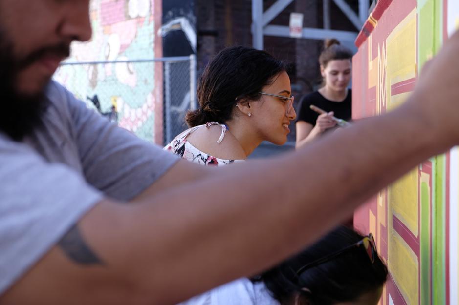 Doaa working alongside her loyal volunteers.
