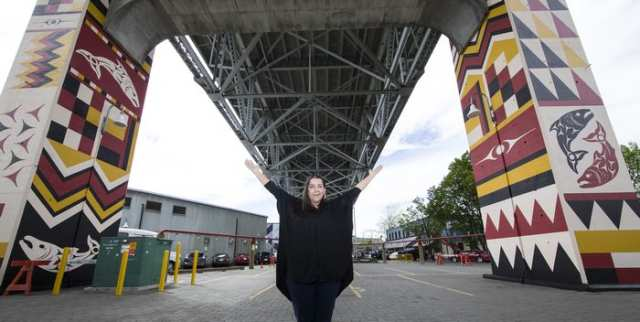 Debra Sparrow in front of the completed pillars.