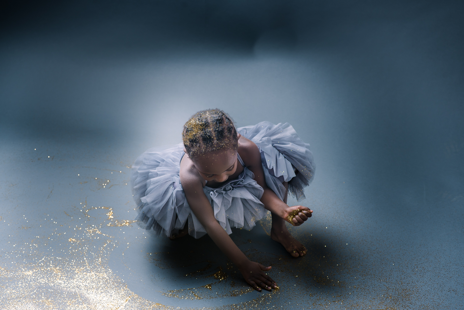 Birthday Fun for 4 year old with Glitter in Studio (5 of 1).jpg