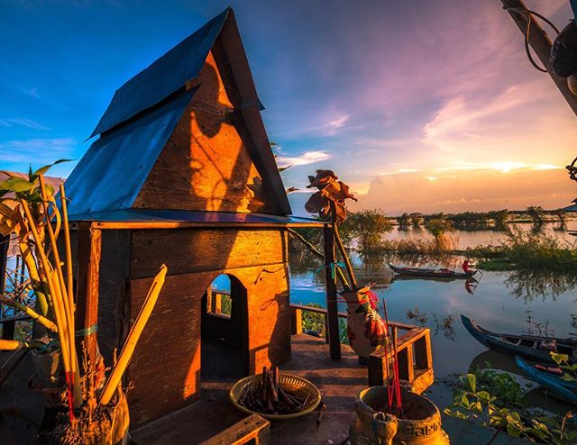 A beautiful sunset exploring the floating villages outside of #siemreap #cambodia