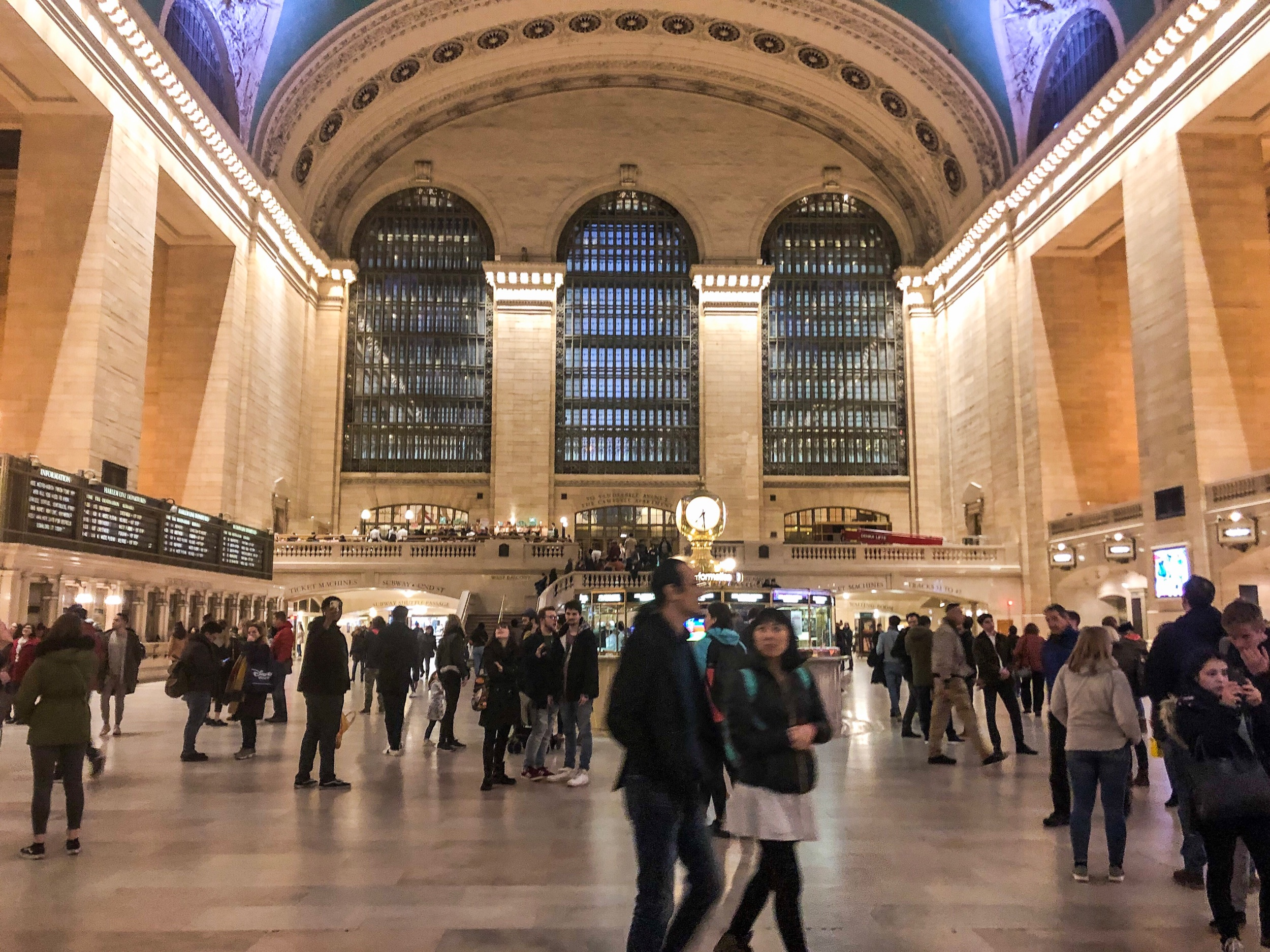 Grand Central Terminal & Whisper Wall | free - Grand Central Terminal at 42nd Street and Park Avenue Midtown Manhattan will be sure to take you to some movie scene memories! Don't forget to check out the whisper wall too.