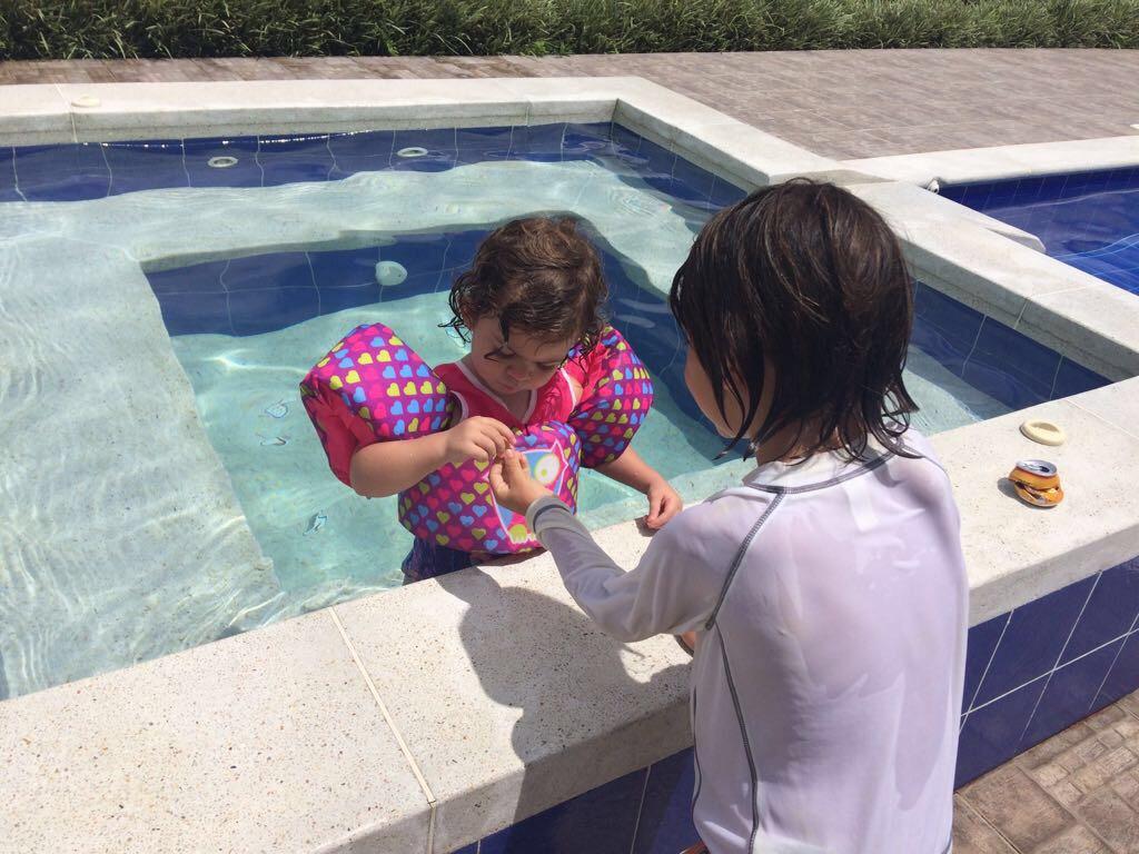 Salvador shares with Matilde. Good job!