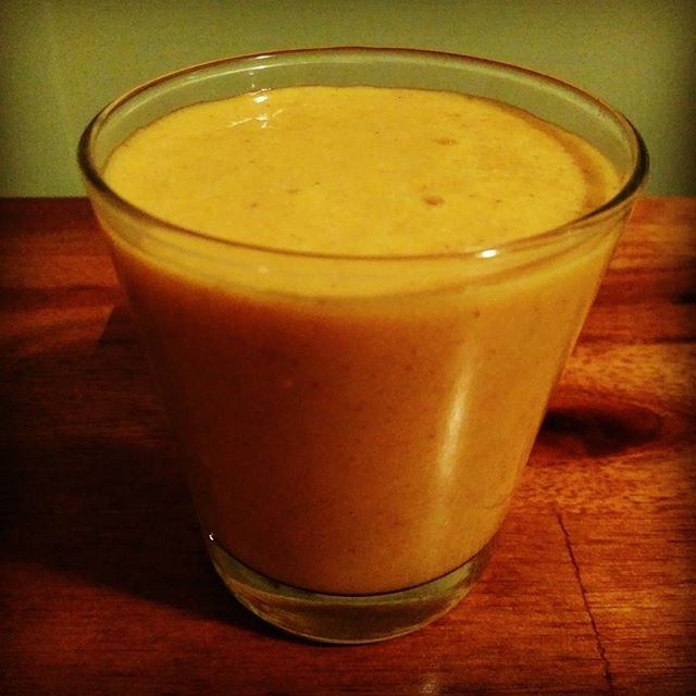 You gotta try this #MangoTumeric #smoothie. Frozen mango, banana, tumeric, coconut oil, honey, chia seed, almond milk. #nom #healing