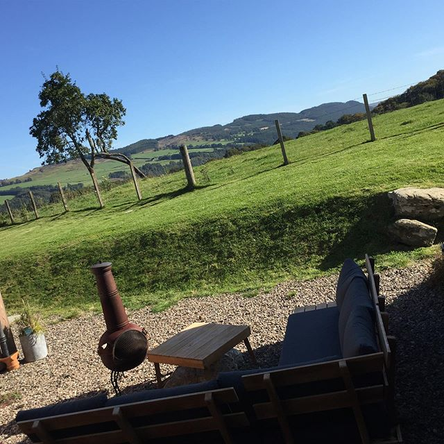 Who says it always rains in Scotland? Although the temperature has dropped, today we experienced sunshine a plenty! ☀️ Hoping our new guests are enjoying the garden and chiminea this evening. #autumnsunshine #scotlandweather #firepit