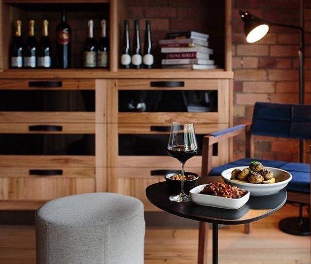 Wine1160_Zoe-table_coco-ottomans-1.jpg