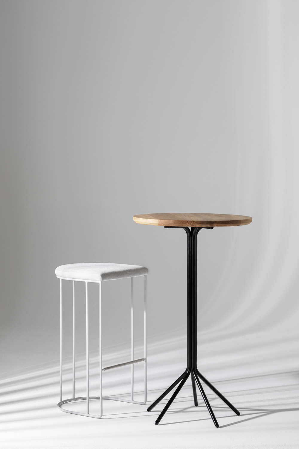 The Etoile table at bar height 1050mm